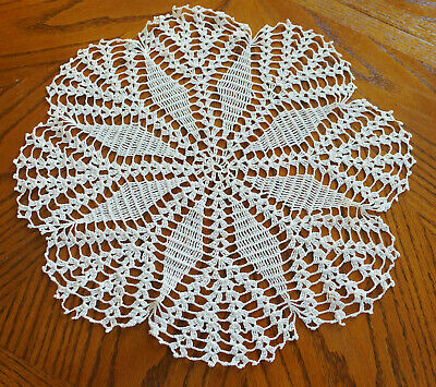 """Vintage Hand Made Hand Crochet Doily Table Scarf OFF-WHITE LIGHT TAN 17"""""""