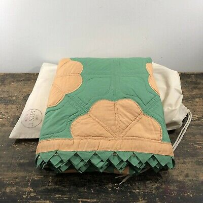 Stunning 1920's American green with peach flowers quilt