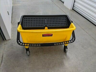 Rubbermaid mop bucket for flat mops, very efficient and basically new. 6 Gal