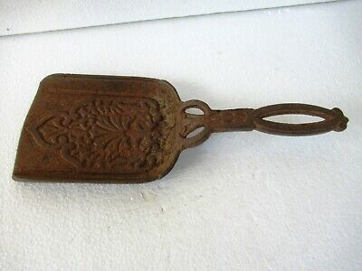 """Antique Fireplace Tools Ash Shovel Cast Iron Embossed Design Collectibles Old""""F2"""