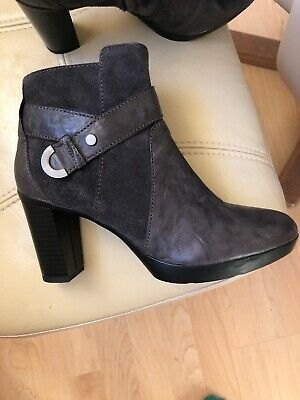 BNWT Pretty Small Boots. Grey Heeled Ankle Boots, Leather & Suede. Size 35/2.5.