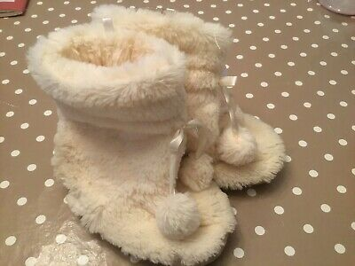 Girls Slippers Size 10 / 11 Slipper Boots Cream Excellent Cond. Winter Very Cosy