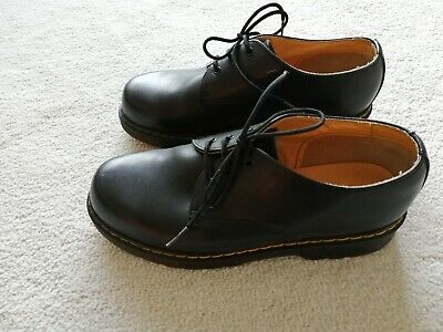 Clarks Black leather - air cushioned soles - girls shoes - 4.5 adult UK- RARE