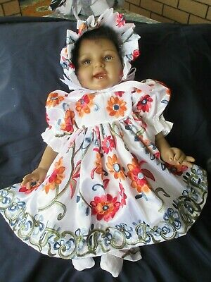"""**Beautiful  Embroidered Set  For A 19-23"""" Reborn**"""