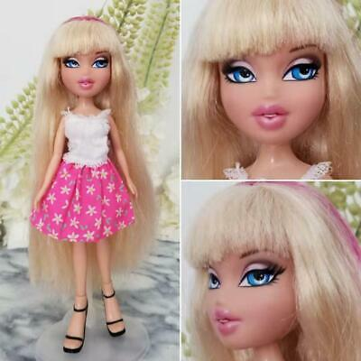 Bratz Blonde Doll Cloe long hair Pink Streaks Blue Eyes Brat Brats 2011 Bangs