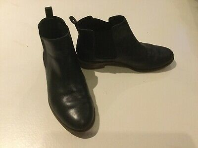 Girls Ladies CLARKS black leather Chelsea boots size 3.5