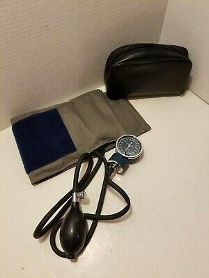 Sphygmomanometer with case