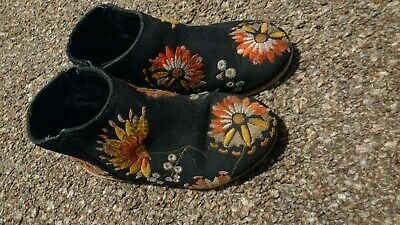 Girls Size 23 EUR 6 infant UK Zara Navy Floral Embroidered Boots/Shoes flat used