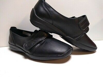 Db easy b Size 5 Ladies Black Leather shoes
