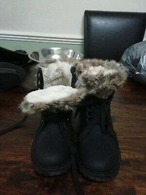 Ladies Size 8 Black Lace Up Boots. Fur Lined.
