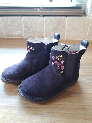 Clarks Girls Boots Size 4 F. Suede leather purple. VGC.