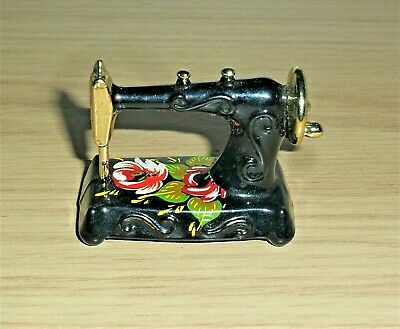 Vintage 'Singer Sewing Machine' Made In England Excellent Rare. (Dolls House)