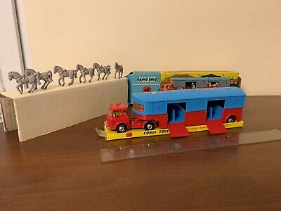 Corgi Toys Major 1130 Circus Horse Transporter with Horses