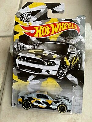 Hot Wheels 2020 Camouflage Series 2010 Ford Mustang Gt500 Super Snake Grau 1/64