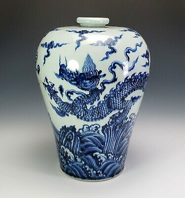 Antique Chinese Blue & White Porcelain Meiping Dragon Jar / Vase