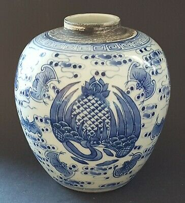 Chinese export blue & white vintage Victorian oriental antique bat vase