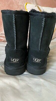kids UGG  boots size 12 🖤