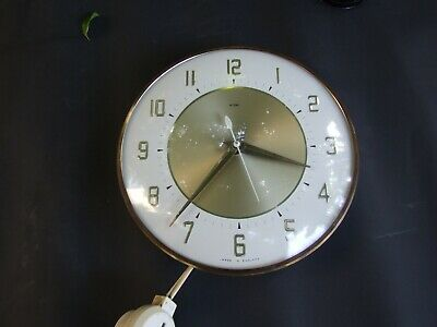 Vintage METAMEC  Wall Clock Electric Made in England Retro Works 1960's