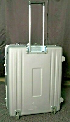 Thermodyne Transit Case With Wheels & Pull Out Handle 29.5x24x12