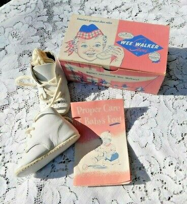 Vintage 1951 Mid Century Wee Walker White Leather  Baby Shoes In Org Box