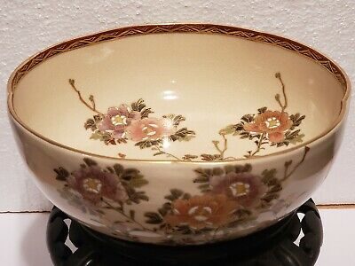 Japanese Hand Painted Floral Satsuma Scallop Rimmed Bowl, Gilt Accents