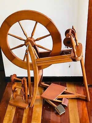 Ashford Traditional spinning wheel with spindles and combs