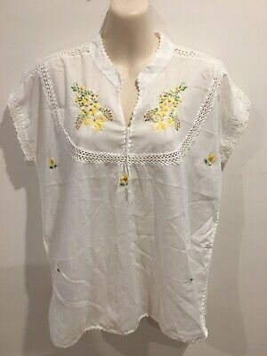 Vintage Retro Boho White embroidered Crochet Trim Top Size Approx S/M