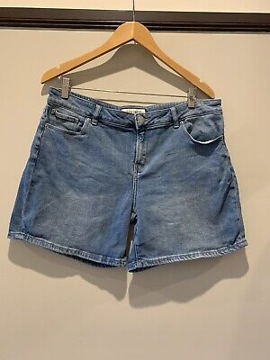 Womens Jeanswest blue denim shorts size 16.