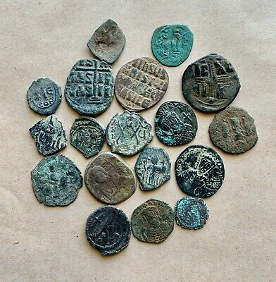 Lot of 18 byzantine bronze coins of several types/periods. A nice collection!