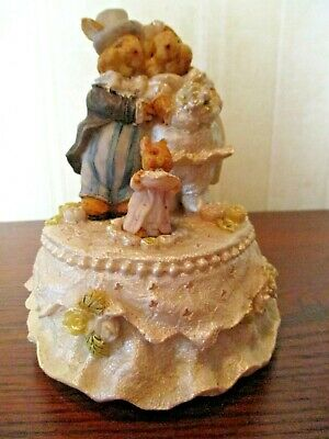 """Bride And Groom Mice Music Box That Plays """"The Bride's March"""""""