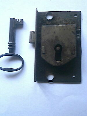 LONGCASE GRANDFATHER CLOCK  LOCK AND kEY   c1730