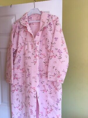 Ladies Pink Floral Dressing Gown Size Large/ Xl