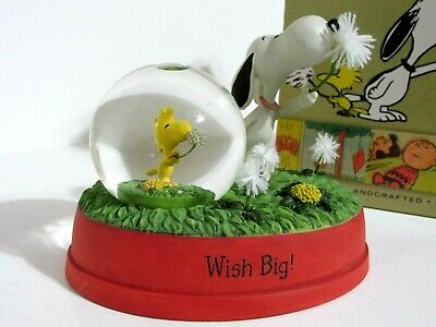 Snoopy Peanuts Charlie Brown Hallmark Gallery Figure Figurine 2012