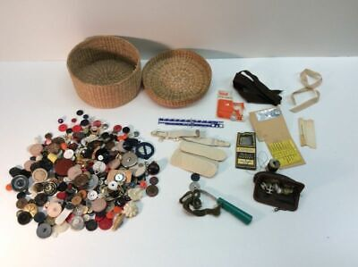 Lot Of Vintage Sewing Items Buttons And Basket Miscellaneous Accessories K1