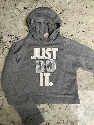 Girls Nike Hoodie Cropped age 12-13yrs small hardly worn.