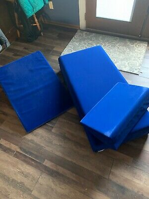 Foam cushion, blue velvet, comes with purple cases come with it