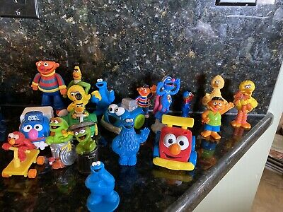 Lot Of 19 - Tyco, Applause, Mattel Others Sesame Street Collectible Figures #1D