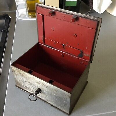Caja Metálica Artesana Antigua Con Llave. Hand Made Antic Metallic Box With Key
