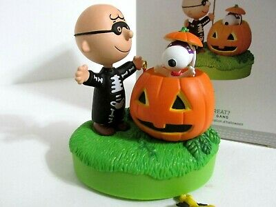 Snoopy Peanuts Charlie Brown Hallmark Christmas Halloween Ornament Sound Motion