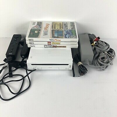 Nintendo Wii Console Bundle With 3 Games controller Nunchuck fully tested