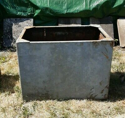 Vintage Galvanised Steel Riveted Water Tank Large Garden Feature Planter Trough