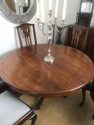 Circular Dining table seats 4 / 6 Antique style