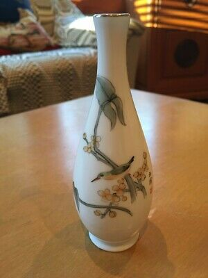 Beautiful small vintage Chinese Ceramic vase, gold rim, excellent, free shipping
