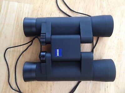 Carl Zeiss 10x25T compact pocket binoculars in mint condition with case.