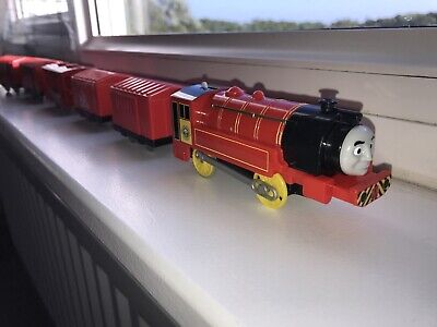 Trackmaster Thomas the tank engine battery train victor with carriages