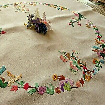 Vintage Hand Embroidered Tablecloth - Lovely Little Flower Circle