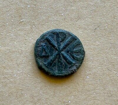 Justinianus I (527-565) bronze nummus with Christogram. A nice coin!