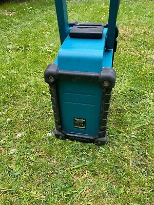 Makita DAB site radio with 3.0Ah lithium-ion battery, 240 and 12V power cords