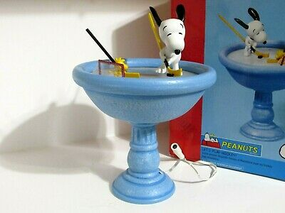 Snoopy Peanuts Charlie Brown Department 56  Motion Hockey  Figure Figurine 2004