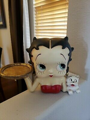 King features syndicate Betty Boop with tray and dog statue.